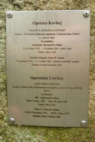 ... a do několikahodinové přestřelky zasáhly nakonec i jednotky 97. pěší divize. Po kapitulaci německé posádky padlo kromě mrtvých a raněných do amerického zajetí 100 mužů. Dnes je na místě bývalé vesnice jen les s pozůstatky kamenných základů několika budov.