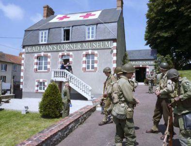 Za návštěvu určitě stojí muzeum Dead Man's Corner nedaleko Carentanu, které je věnováno zejména americkýcm parašutistům, kteří přímo zde bojovali. Velmi kvalitní expozice, která se nachází v hlavní budově (v původním stavu) je doplněna o přilehlý army store.