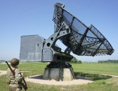 Muzeum radarové stanice nedaleko Douvres-la-Délivrande. Místní chloubou je zrenovovaný německý Würzburg, dokonce v odpovídající barvě (Blaugrau)!