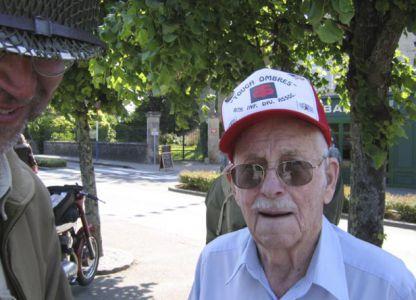 Hned u kostela potkáváme veterána Billa, který je i ve svém pokročilém věku nabit neuvěřitelnou energií. Naši zdravotnici by si hned bral s sebou domů!