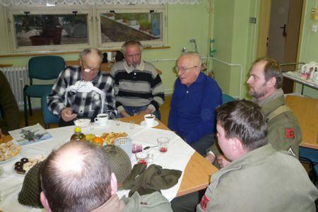 Opět rádi navštěvujeme veterány, kteří sice bojovali na různých frontách, ale nakonec se sešli v domově důchodců v Šumperku.
