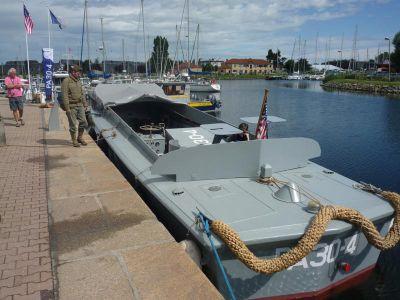 V carentanském přístavu kotví renovovaný výsadkový člun L.C.V.P. PA30-4.