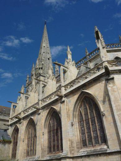 A také trochu kultury: Notre-Dame de Carentan z 11. století.