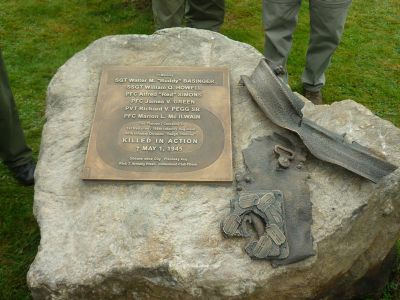 Nový památník v obci Díly připomíná padlé pěšáky, jejichž jeep najel v nedalekém lese na tankovou minu.