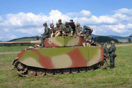 PzKpfw IV byl sice jako jediný německý tank vyráběn po celou dobu 2. světové války, ale v dnešní době není k vidění každý den. Na akci Cihelna se zúčastnil i bojových ukázek.