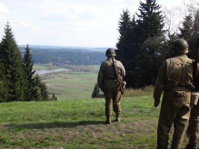 Odměna po vítězném boji – nádherný výhled z Třebouňského vrchu (824 m).