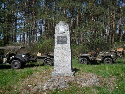 Památník osvobození u vesnice Pole a také pauza na jídlo a drobné opravy.