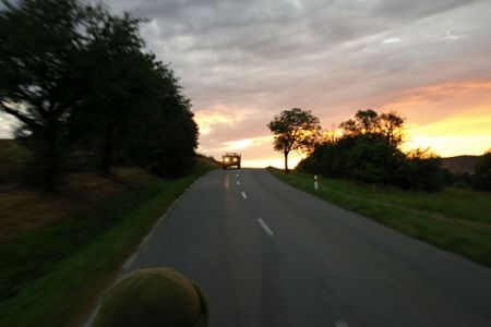Úžasná jízda z Bojkovic do Slavičína. Barvy se dramaticky mění, rychle se stmívá,...